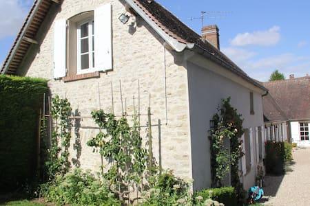 Charmante Fermette du Vexin Normand à 1 h de Paris - Fours-en-Vexin - Дом