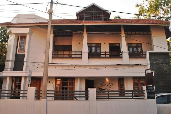 Hostel-50%off on 2 nights-1bed-freeWiFi, Breakfast