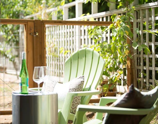 Cozy & relaxing patio