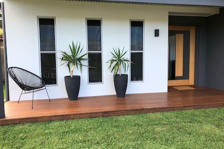 As new, Private Studio, country views Cumbalum