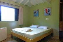 Suíte Tiê  -  Ar condicionado  - Frigobar - Varanda e banheiro privativos