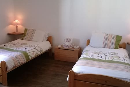 Comfortable & welcoming Creuse B&B - Saint-Pierre-de-Fursac - Bed & Breakfast