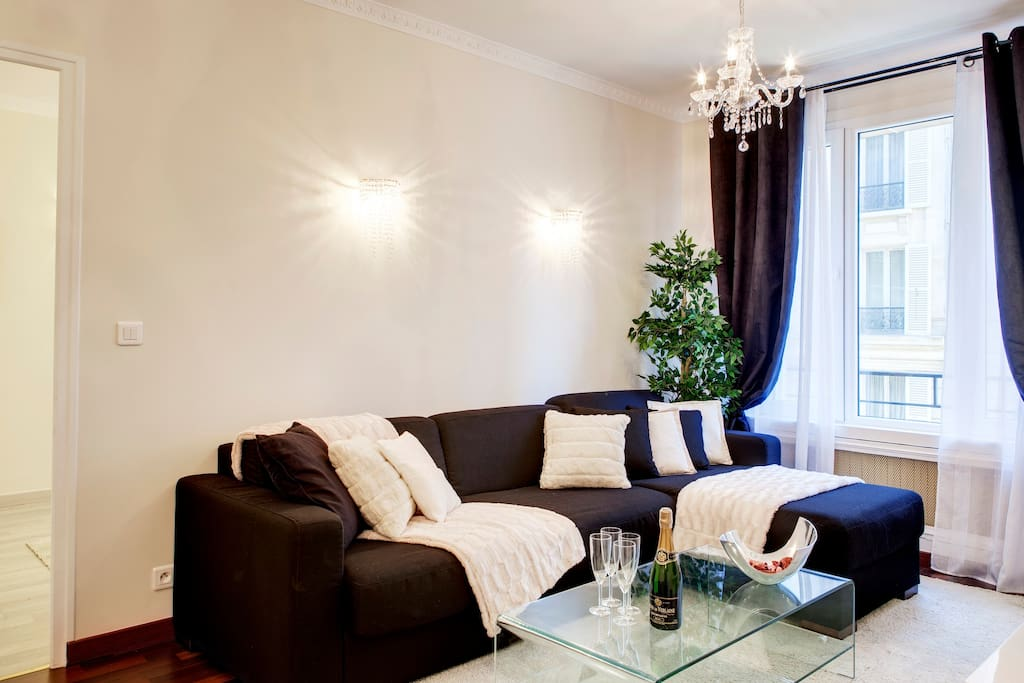 Living room with TV cable, DVD Player, free internet wifi and convertible sofa for 2 people