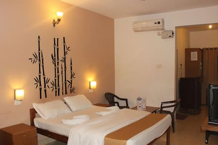 Deluxe Cozy Room wt private sit-out - Candolim