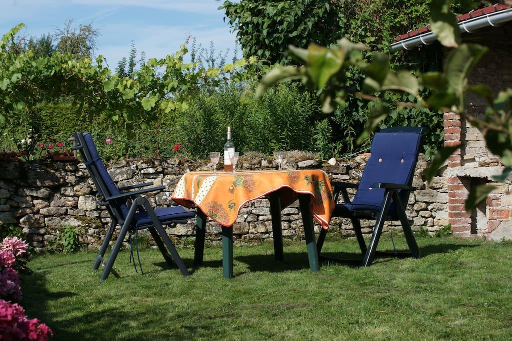 rustige goed verzorgde tuin