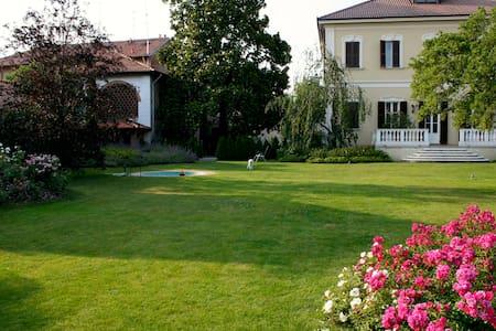 Splendida Villa Umberto - Abbiategrasso - 公寓