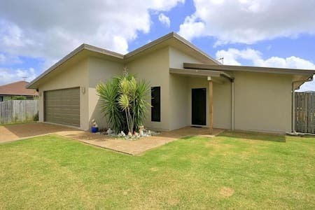New Modern 4bd/2bath Home Close to Beach and River - Burnett Heads