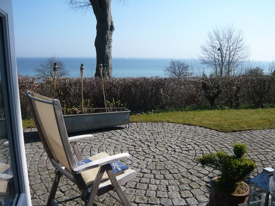 Nice garden with sea view