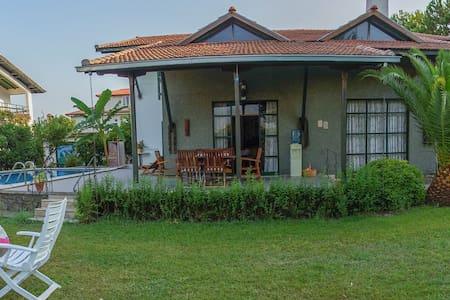 4 Room Villa, Private Pool, Garden - Döğüşbelen