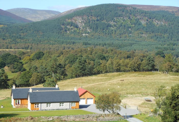 Royal Deeside views of the house and croft. - BALLATER, ABERDEENSHIRE - Aamiaismajoitus