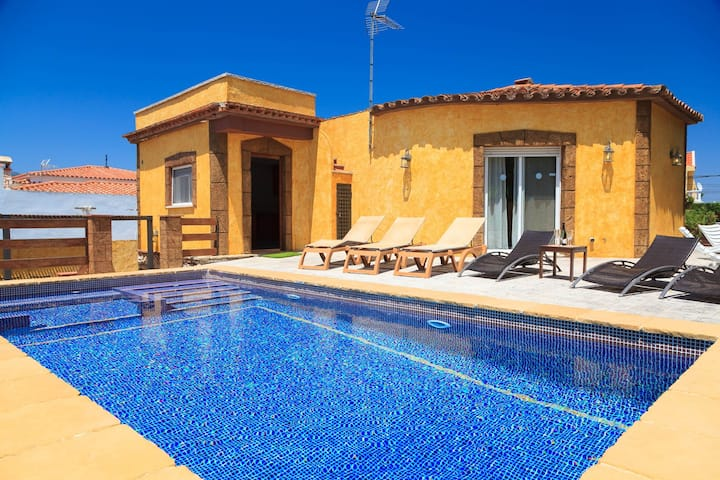 UHC VILLA IBIZA · Private Pool · Jacuzzi · Bbq · Free WiFi
