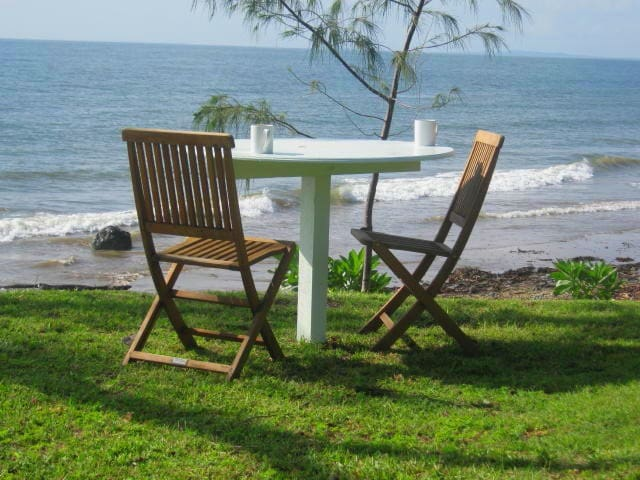 BEACHFRONT 2 BEDROOM S/C BREAKFAST