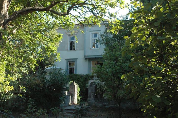 Άνετο παραδοσιακό σπίτι 4Υ/Δ - Μυτιλήνη - Ev
