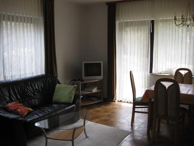 Haus am Waldrand, UG Wohnung - Stadtallendorf - Daire