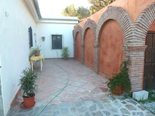 Cortijo between Orgiva & Lanjaron - Lanjaron - Bed & Breakfast