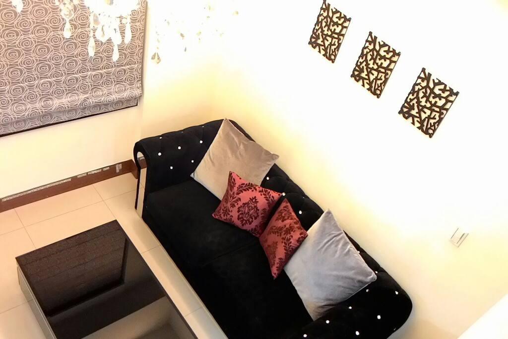 5-6人客廳外加一張彈簧床