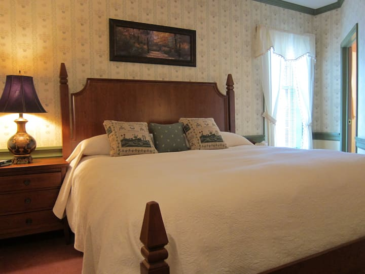 Deluxe King Master Suite