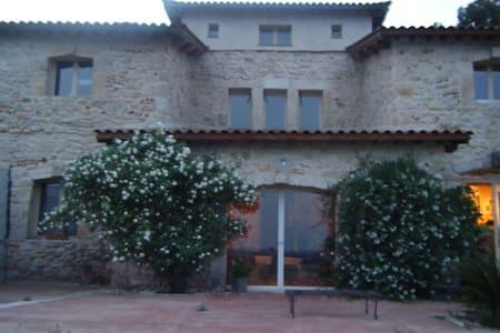 maison en pierre, piscine et tennis - Beaucaire