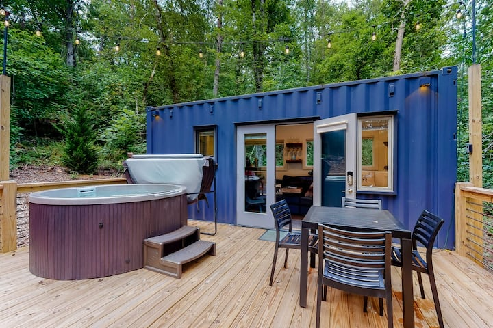 New listing! Unique and secluded tiny home w/ private hot tub, spacious deck!