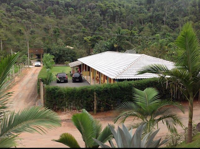 Casa com 07 suítes e lazer completo - Guarapari - Huis