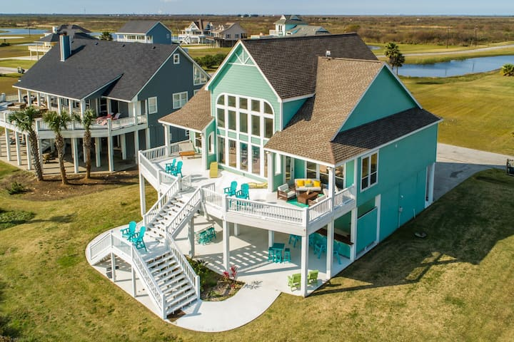 NEW LISTING! Beautiful home with great amenities- short walk to the beach