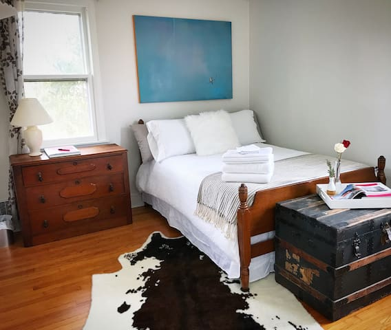 Cozy Country Room with Catskill Mountain View!