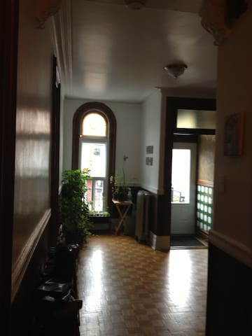 Small room in beautiful sunny apt - Montreal - Apartmen