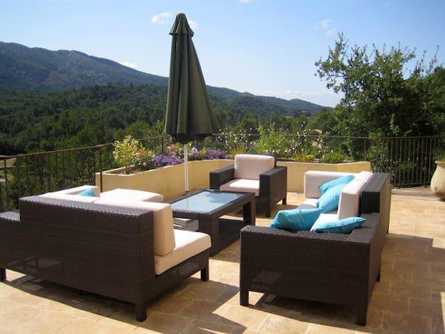 B&B dans magnifique Villa avec vue exceptionelle - Vauvenargues