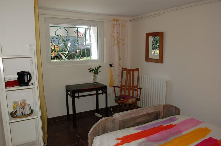 Chambre au cœur de jardin BroudeNoix,prochelycées