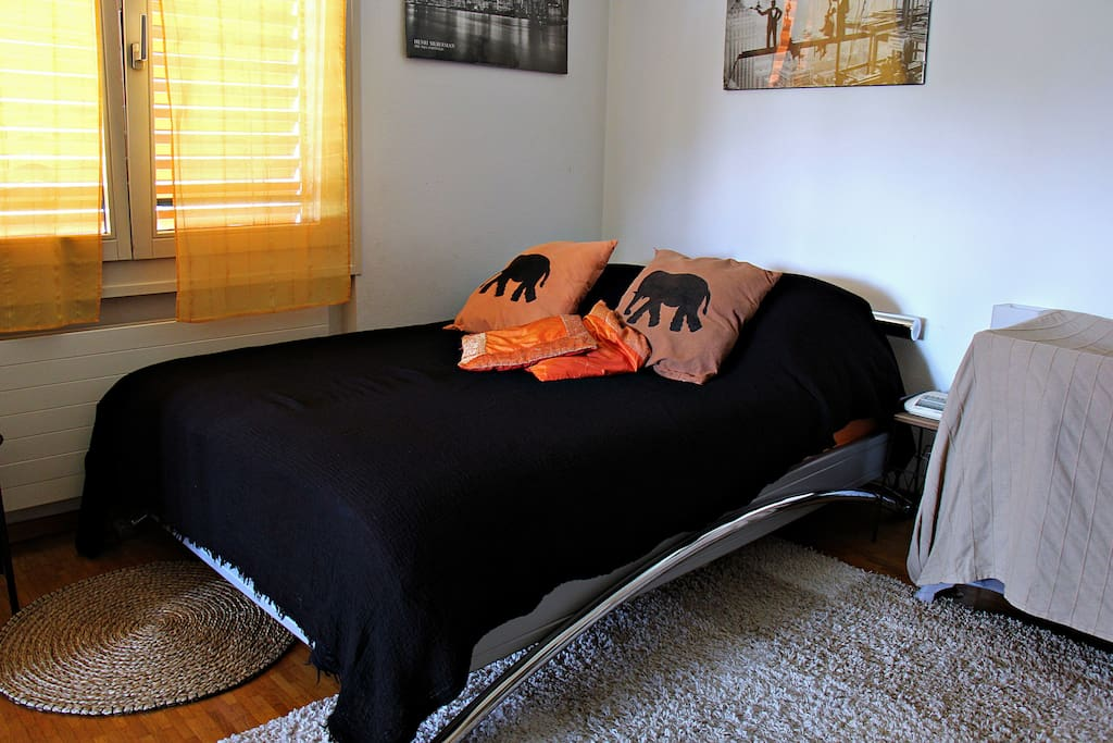 Un confortable lit pour deux personnes