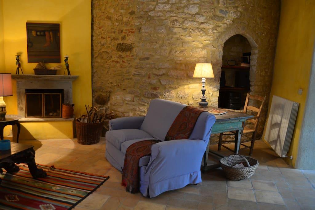 one corner of the livingroom/un altro angolo dewl salotto