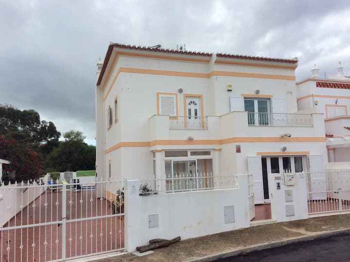 Stunning 5 bed 4 bath villa with pool, near beach