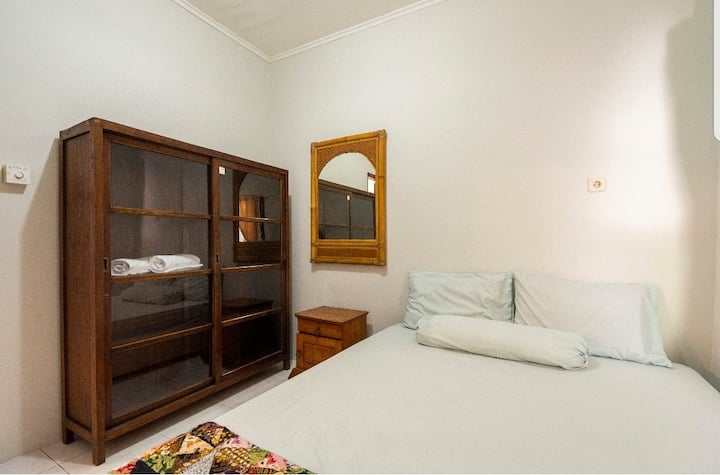 leni home 1.just 1 bed room for 2 people