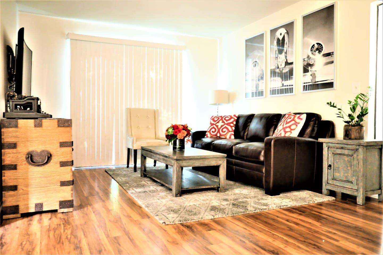 Living Room w/ large adjoining balcony.