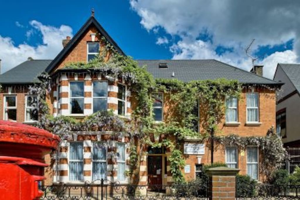 Refurbished Two Bedroom Apartment Apartments For Rent In London London United Kingdom