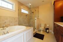 8 Bed, 5.5 bath - Ocean Block Home