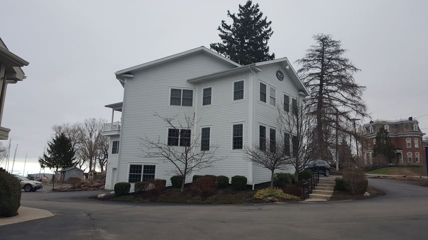 The Salmon Creek House-Pultneyville Lakeview Apt! - Williamson - Apartment