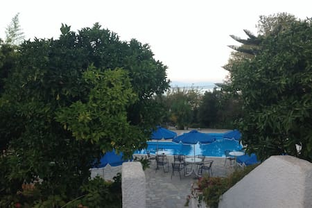 Apollonia Bay hotel and apartments - Agios Konstantinos - Inap sarapan