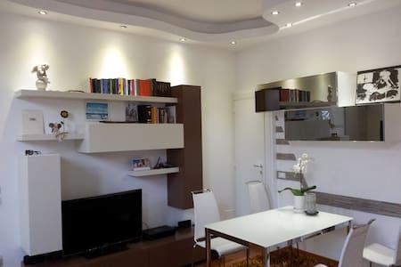 Luminoso e Moderno Appartamento - Premeno - Apartmen