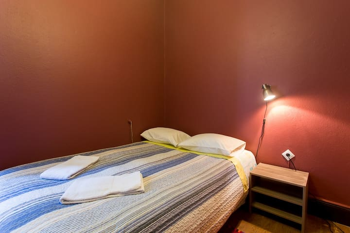 D. Dores, Double room 2 with shared bathroom - Aveiro - Bed & Breakfast