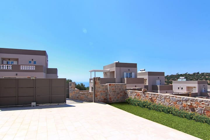 Visit Crete with your family and stay at this wonderful 2 bedroom villa.