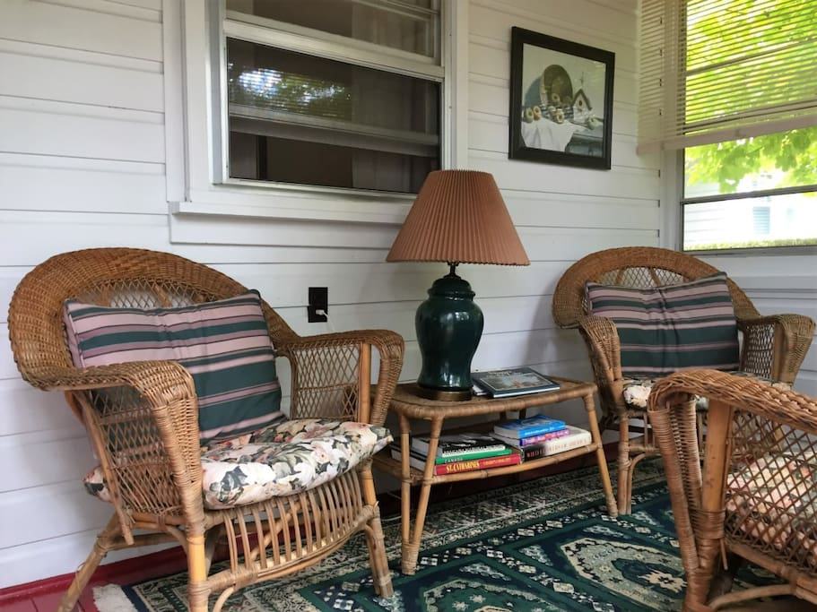 Enclosed fornt porch Generals Retreat