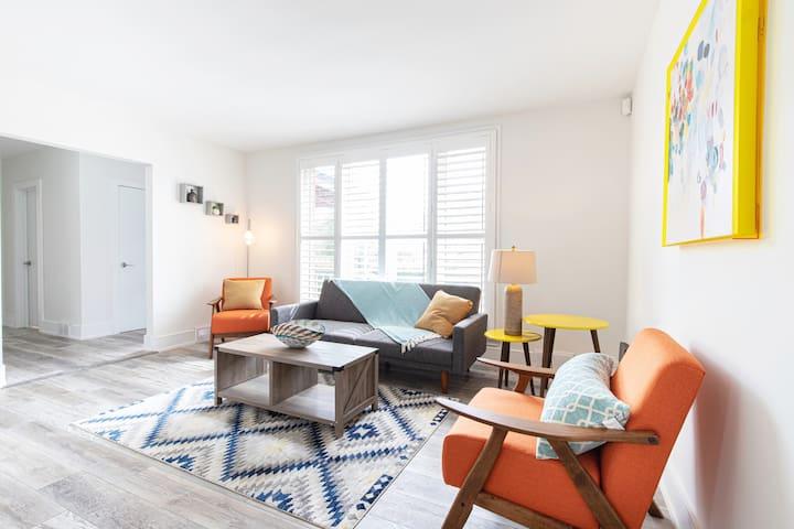 ⭐ Vibrant ColourPOP House [2 Bedrooms|1 Bath]⭐