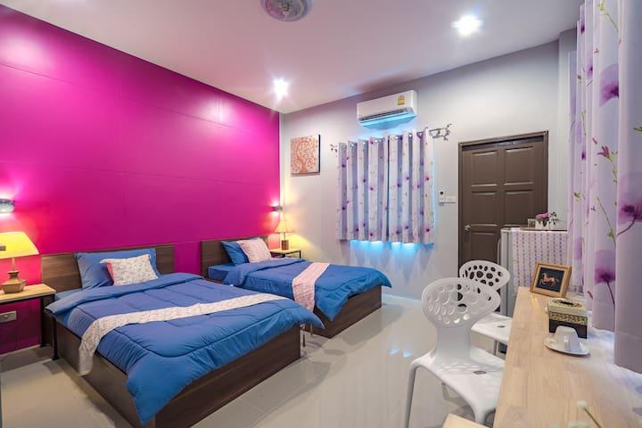 Deluxe Twin Room w balcony 341 @ Penyos Residence