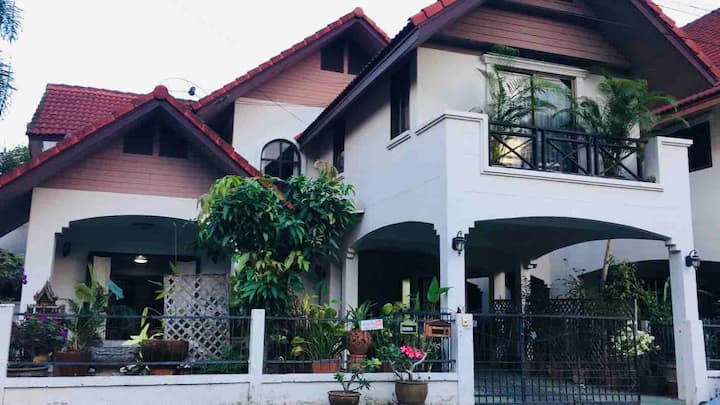 Lotus villa home stay in chiangmai 1