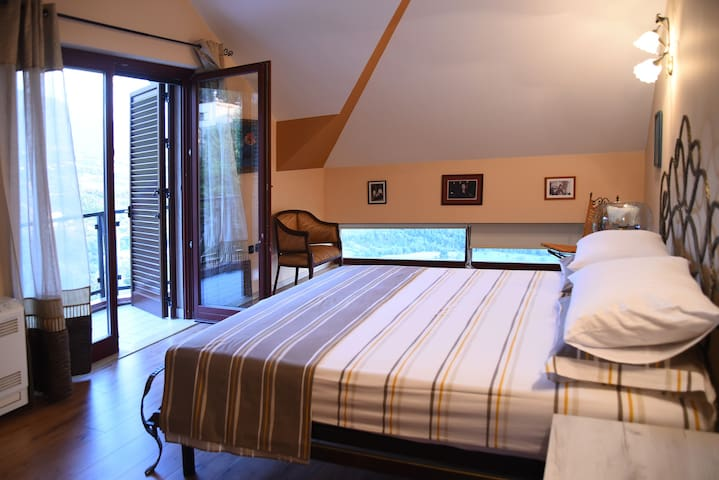 Third floor bedroom overlooking the majestic Dajti mountain for a most romantic sunrise, with en-suite bathroom