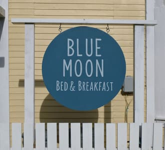 Blue Moon B&B, Main Room for 2 - Slocan
