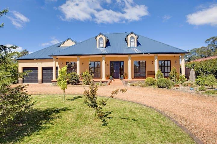 Stately Bowral Designer Home - Bowral - Hus