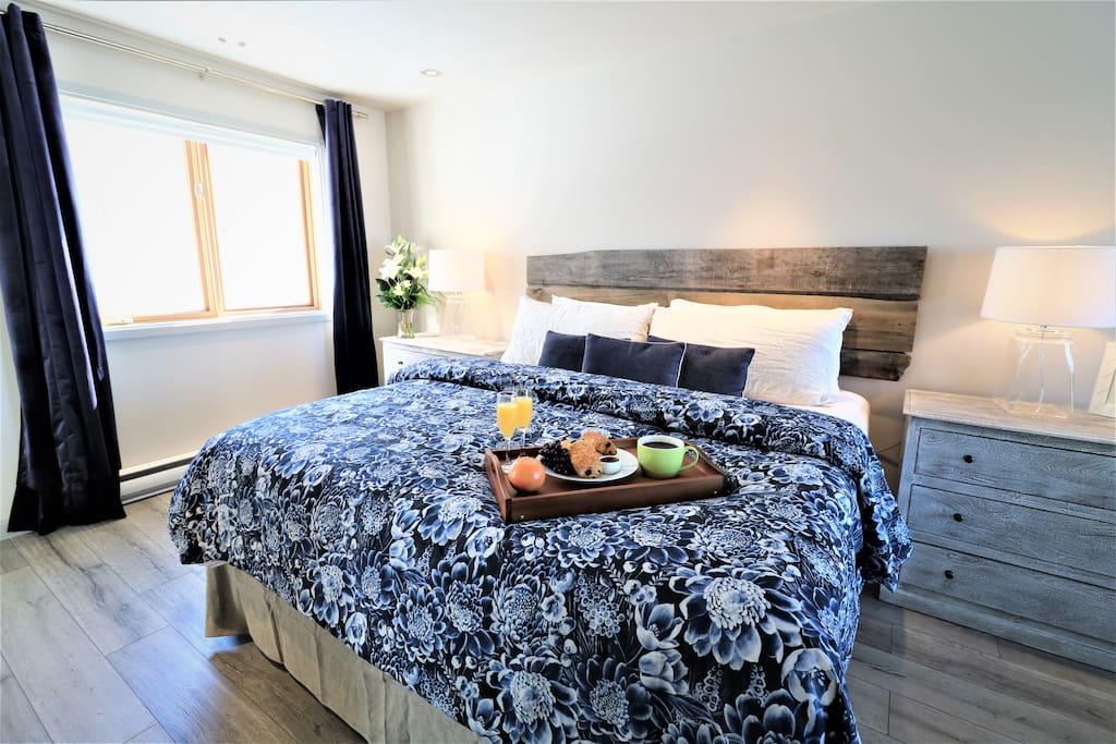 Get a great night sleep in this comfortable king size bed