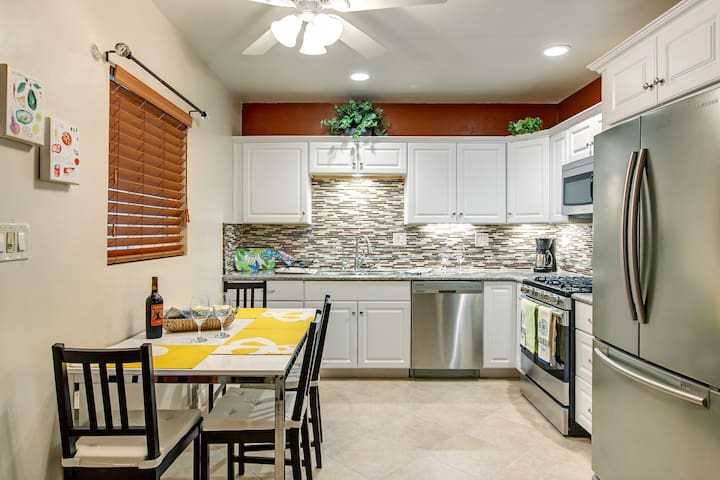 Fully upgraded kitchen with granite counter tops and all new appliances. Dishwasher and microwave.